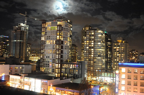 Full moon Vancouver