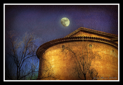 Iglesia-del-Clot-y-la-luna