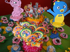 Flickr 012 (CONFETTI paperie) Tags: backyardigansparty backyardiganscake backyardiganscupcake backyardigansfavors