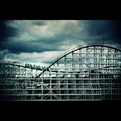 Welcome to Helland... (Fernando Delfini) Tags: park wood blue parque wild black cold clouds fun mood sopaulo hell sampa sp diverso terror roller inferno devil fernando fotografia hari coaster vignette 2009 montanha hopi russa delfini helland vinheta fernandodelfinicom