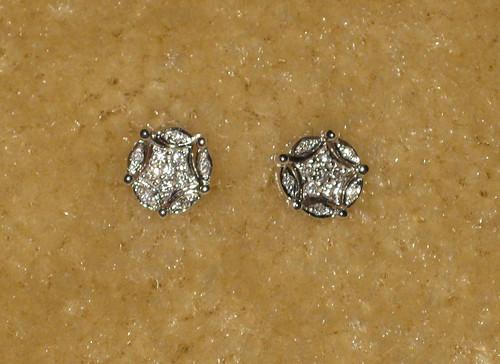 Diversa diamond earrings from St. Thomas