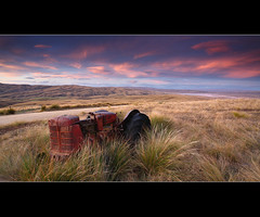Pink sunset, Central Otago style. (67Bosely) Tags: new old pink sunset lake tractor island south central zealand otago onslow roxburgh