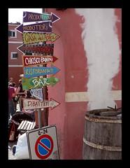 Divieto di Sosta (STAYVIOLET) Tags: colors liguria places cartelli sosta divieto laspezia bonassola indicazioni montaretto criticalwine