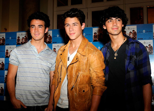Jonas Brothers At Press Conference In Madrid, Spain - 6/13/09 by eada18.