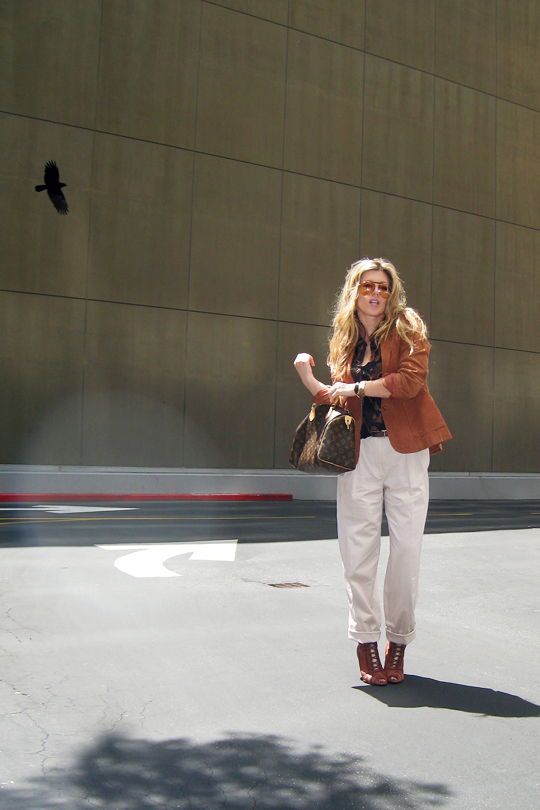 70's+Rust Blazer+Louis Vuitton Bag+Blond waves