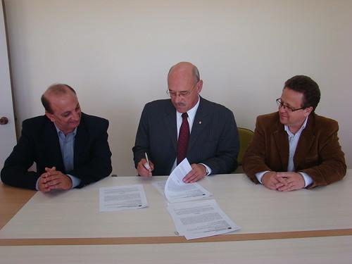 Reitor Cousin assinou o início das obras do campus de Santa Vitória. Crédito: Renê Oliveira