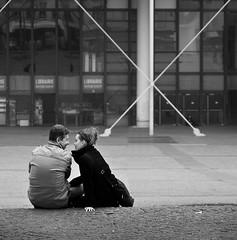 ..qualcosa di più di un bacio.. (ozio-bao) Tags: paris 20d love canon kiss sigma x romance 17 70 parigi bigmomma oziobao