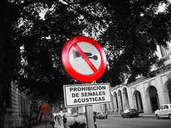 No Horns! (ptg1975) Tags: red sign america island cuba caribbean horn varadero habana prohibition