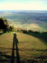 27/04/2009 (Day 3.117) - Shadow Over Nowra (Kaptain Kobold) Tags: shadow selfportrait grass alan river afternoon view ground lookout 365 slope myfave nowra selfie shoalhaven kaptainkobold 365days yourfave cambewarra cambewarralookout 365monday bomaderry psooc 365more 365year3 3650409 day3117