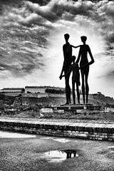 Monument (Nikola B) Tags: statue blackwhite fort danube novisad petrovaradin nebo dunav spomenik kej tvrdjava varadin powershota590is kejžrtavaracije