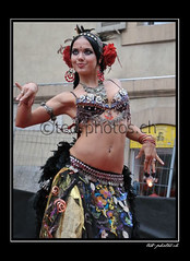 12817 (www.ted-photos.ch) Tags: france festival ball dragon indian arts rue sion boule artiste spectacle danseuse comique contorsioniste quilibriste