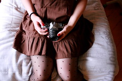 Good old fashioned camera (Honey Pie!) Tags: camera brown girl dress pentax polkadots bolinhas romantic ameliepoulain vestido marrom poulain amliepoulain