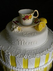 Tea cup 80th birthday cake (bron