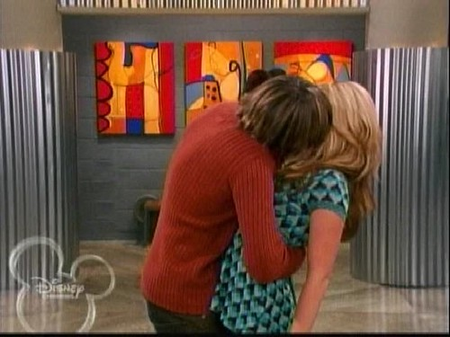 ashley tisdale kiss zac efron