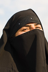 Burkah smile (Pvince) Tags: voyage travel woman india travelling tourism canon photographie veil image muslim islam stock vincent hijab culture atmosphere adventure backpacking destination environment shia voyager kashmir srinagar niqab exploration cultural discover burkah routard shiite professionnel travelphotography tchador decouvrir professionnal pvince wwwpvincenet