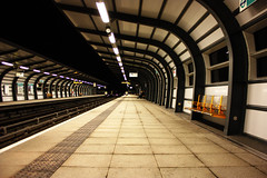 Stranded (Lisa-Mari) Tags: city london station night train canon underground subway eos tube perspective kitlens 450d