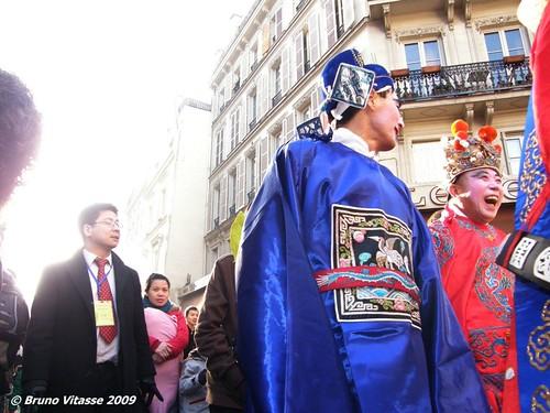 """Scène de liesse """"populaire"""" pendant le défilé du nouvel an chinois (Paris, 2009)"""