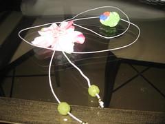 Colar de fuxico e contas em acrílico (Mar de flores) Tags: flowers flores fuxico yoyo fux croche fuxicos fuxicando crochetando fuxicaria fuxic