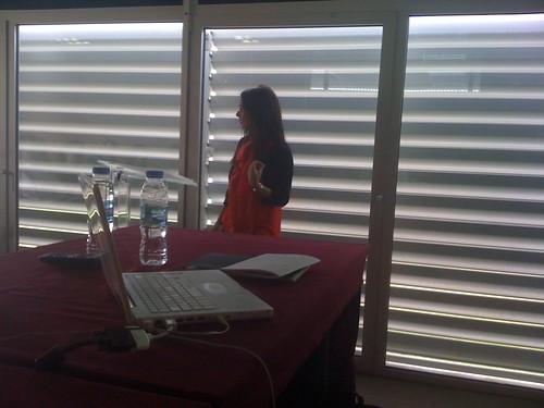 Isabel Casanona hablando de tangibles