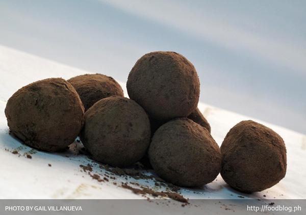 Custaroon Chocolate Poppers