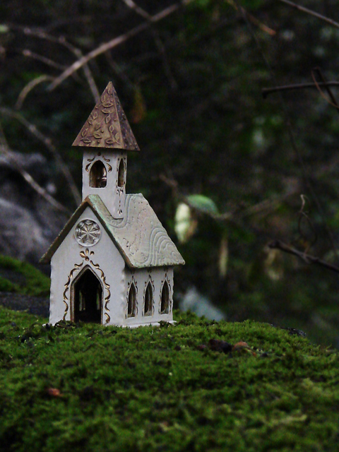 by sukogirl: From Robin's photo, I guessed the theme to be taking a miniature object and photographing it in such a way that the object seems life-size. I wanted to photograph the church (x-mas ornament) so that it looked like it was built on the edge of a cliff.