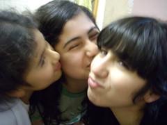 Aprendiendo (Belle HDHG) Tags: chicas lastres locas fotografo somos hermanas mounstrito