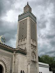 Mosquee de Paris - Minaret (*Checco*) Tags: decorations sky moon paris france star worship europa europe minaret muslim islam faith religion pray dramatic mosque mosquee francia fede islamic parigi moschea minareto islamico religione muezzin adhan 5photosaday