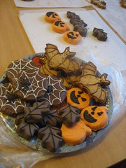 Halloween cookies (Maria Olejniczak) Tags: autumn fall halloween cookies leaves pumpkin spider leaf cookie chocolate web pumpkins bat jesie pajk licie czekolada pajczyna dynia halloweencookies ciasteczka orangezest nietoperz spiderwebcookies batcookies marzipanpumpkins