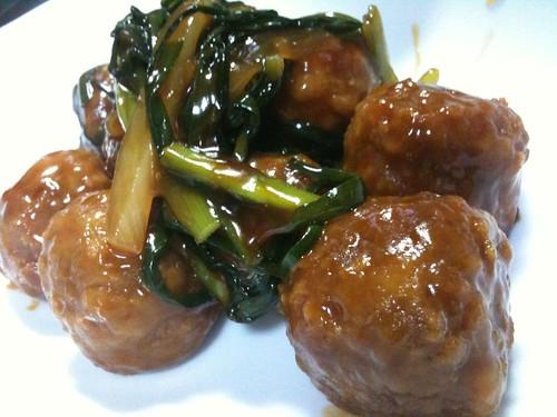#jisui 冷凍肉団子があったのでニラ、新玉ねぎと甘酢あんかけにしてやった!
