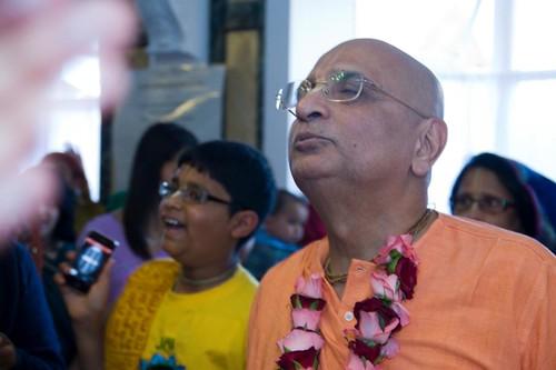 H H Bhakti Caru Swami 2010 - 0041 por ISKCON desire tree.
