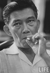 Ngo Dinh Nhu, the brother of the Pres. of South Vietnam Ngo Dinh Diem, smoking during a press conference. 9-1963 par VIETNAM History in Pictures (1962-1963)