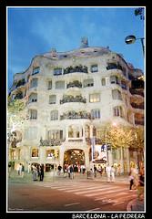 Barcelona - La Pedrera (CATDvd) Tags: barcelona building architecture arquitectura edificio catalonia catalunya catalua modernist casamil lapedrera september2002 edifici modernista nikonf65 catdvd davidcomas