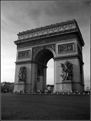 L'Arc de Triomphe (Day Is Coming) Tags: bw paris canon ir infrared larcdetriomphe g9