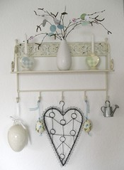 new shelf decoration (Lottakind) Tags: blue light black green paper berries decoration shelf frame roese howaboutorange lottakind