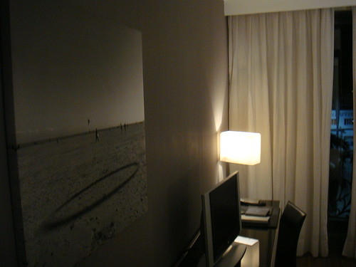 Detalle de la habitación con la vista del Real Club Náutico al fondo