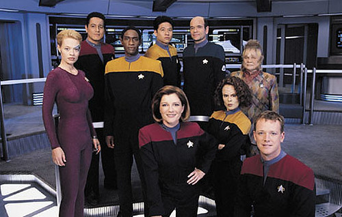 Starship voyager catherine janeway and her crew