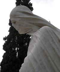 La muerte_4 (Bellwizard) Tags: barcelona sculpture cemetery graveyard death mort cementerio escultura muerte cementiri antonipujol