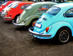 VW Bugs Bottom (CoolMcFlash) Tags: auto colors car vw canon bug volkswagen photography austria österreich fotografie beetle row ixus repetition behind 2009 bunt käfer hinten eggenburg 870 reihe käfertreffen