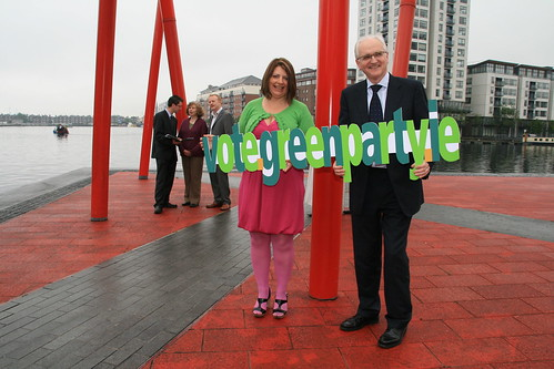 Minister John Gormley and Donna Cooney, Clontarf candidate advertising the vote.green.ie website