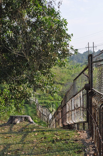 pagar pemisah antara camp CPI Rumbai sama kampung sekitar