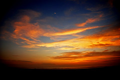 Tardecita en Bujama (victor mendivil) Tags: sunset costa peru clouds atardecer coast nikon lima nubes nikkor ocaso mala caete tranquilidad cruzadas d80 bujama playabeach 18135mmf3556g ltytr1 victormendivil