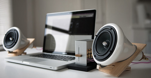 Ceramic Speakers with Macbook (by YU-TA LEE)