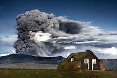 Eyjafjallajkull (Inglfur B) Tags: hot nature landscape volcano photo iceland force earth smoke picture atmosphere glacier trouble highland ashes eruption mynd ashe eyjafjallajkull volcaniceruption eldgos inglfur  volcanoashes gni inglfurb