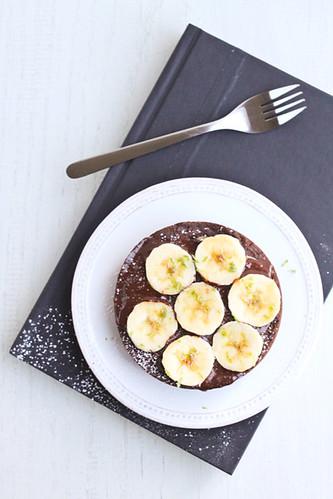 Pastís de xocolata i plàtan amb llima