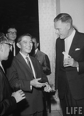 US Ambassador Henry Cabot Lodge Jr. (R) talking with Mr. Ngo Dinh Nhu (2L) at a diplomatic reception. 9-1963 par VIETNAM History in Pictures (1962-1963)