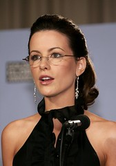 Kate Beckinsale wearing her rimless plus glasses (GwG Fan) Tags: glasses earrings girlswithglasses katebeckinsale rimless plusies pluslenses