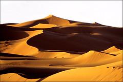 sabbia & silenzio (senzaspazio) Tags: canon dune ombre marocco luci deserto sabbia merzouga silenzio