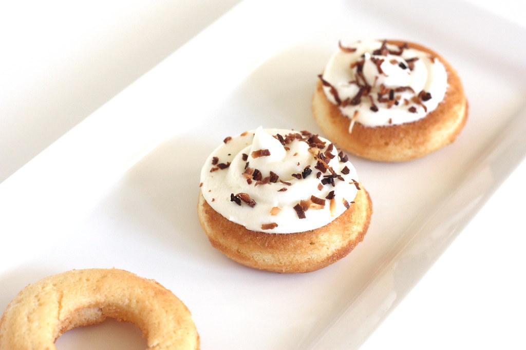Coconut Cupcakes [un deux trois]