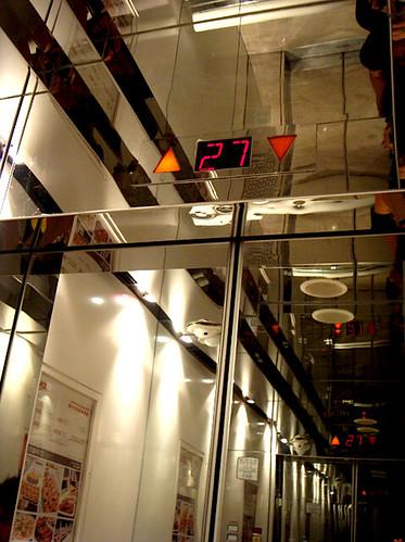 woman234 拍攝的 仁民飯店電梯。