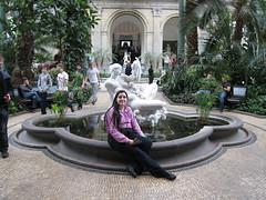 Statue fertile dans le jardin d'hiver